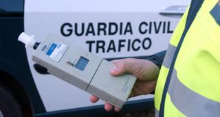 Agente_Guardia_Civil_Trafico_test_alcoholemia